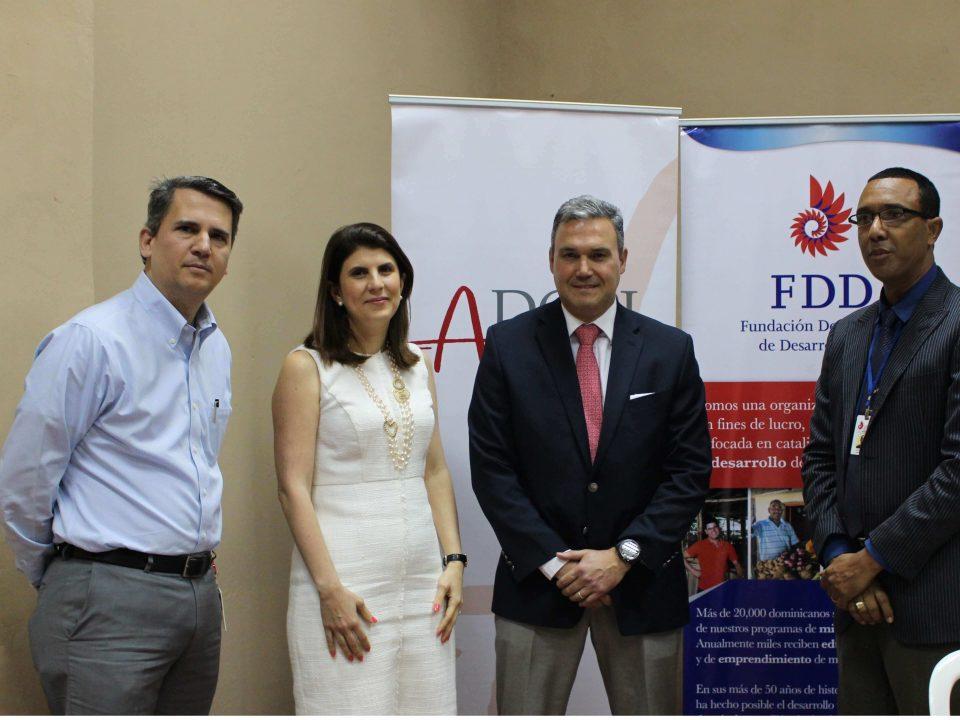 Elías Juliá Calac, Presidente FDD_ Sharin Pablo de Roca, Presidenta de ADOPI_ Jaime Roca, Secretario FDD y Julio Guerrero, Gerente de Crédito